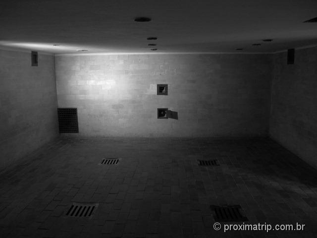 interior do Campo de concentração de Dachau: a câmara de gás
