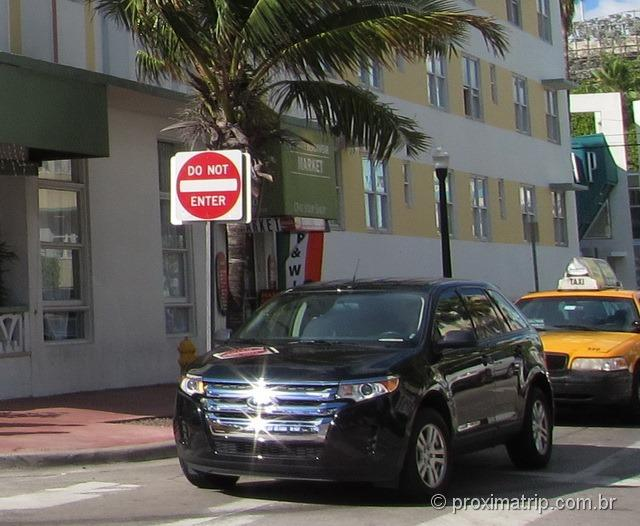Como dirigir em Miami e Orlando, nos EUA - Placa de contramão