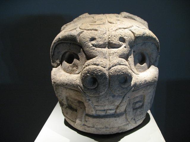 peça exibida no museu – sítio arqueológico Ruínas Chavin de Huantar