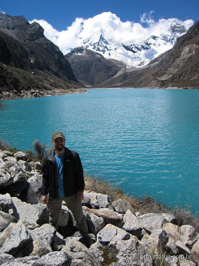 A Laguna Paron - cor azul turquesa - e o nevado pirâmide de garcilaso, ao fundo, na cordilheir Blanca - Huaraz - Peru