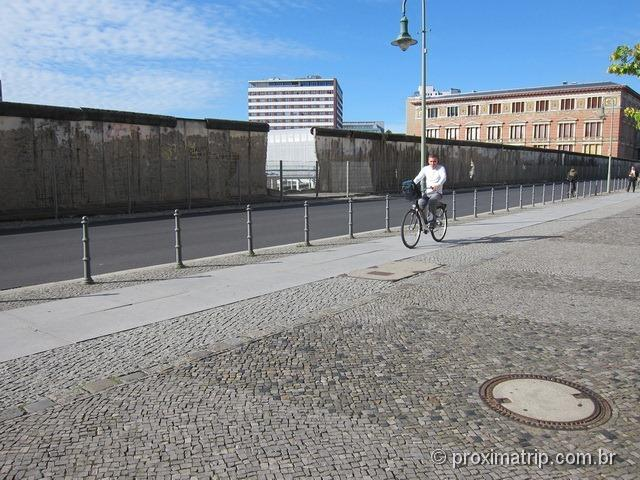 Conhecendo Berlim de bicicleta - Muro de Berlim, parte da Topographie des Terrors