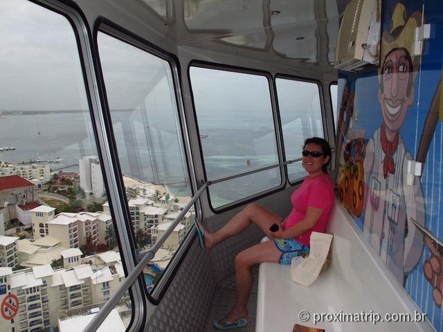 Dentro da Torre giratória em Cancun