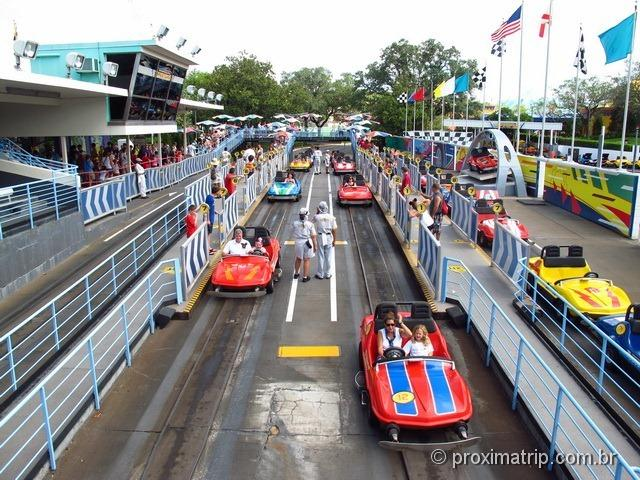Corrida de carros no Tomorrow Speedway - Magic Kingdom - Disney Orlando