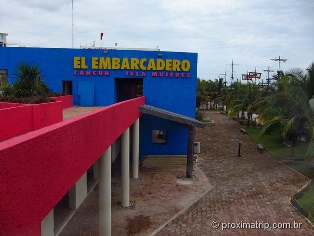 Acesso a torre giratória em Cancun