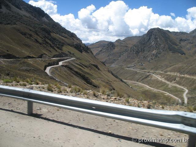 Estrada rumo às ruinas de Chavin de Huantar (Série Peru Desconhecido)