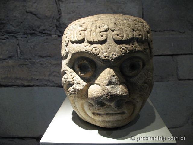 Cabeça exibida no museu – sítio arqueológico Ruínas Chavin de Huantar