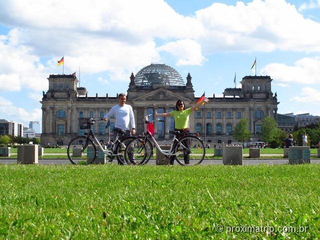 Berlim de bicicleta - em frente ao Reichstag!
