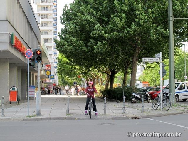 Pedalando por Berlim - excelentes ciclovias e calçadas