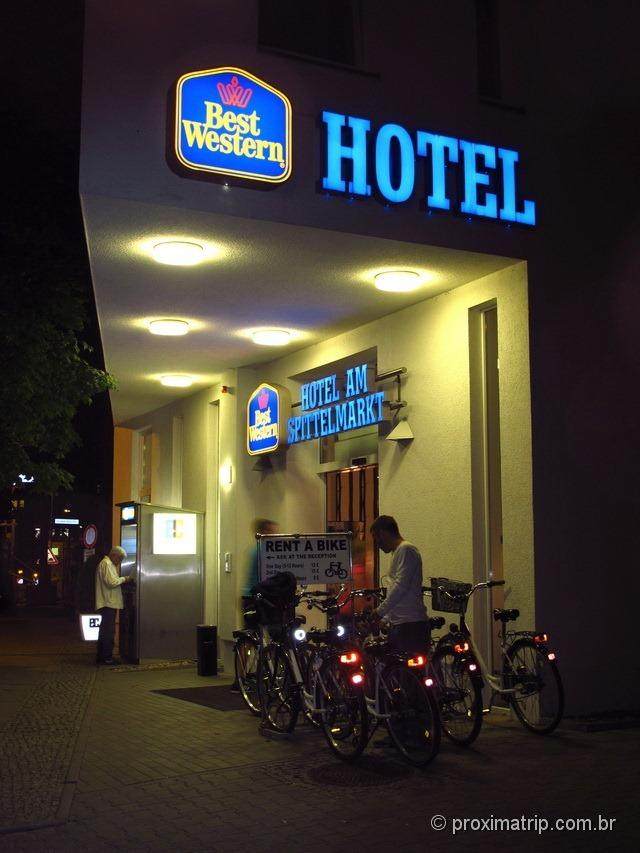 Devolvendo a bike ao hotel Best Western em Berlim