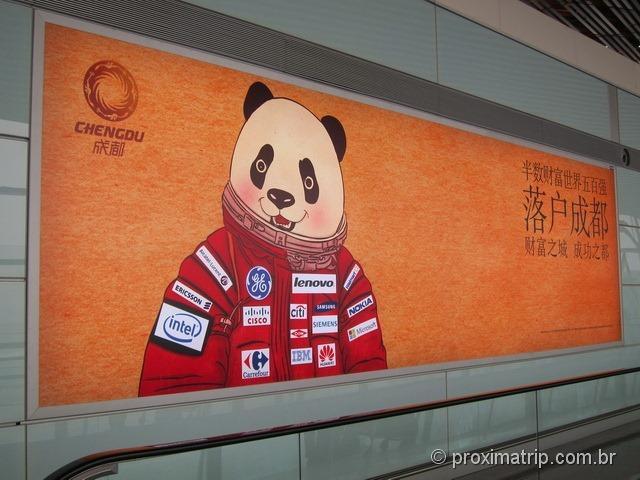 Propaganda do programa espacial chinês - Panda astronauta - Aeroporto Internacional de Pequim (PEK)
