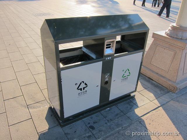 Lixo reciclável e calçadas limpas em Pequim - Praça da Paz Celestial