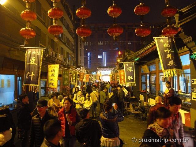 Rua com insetos vivos a venda em Pequim