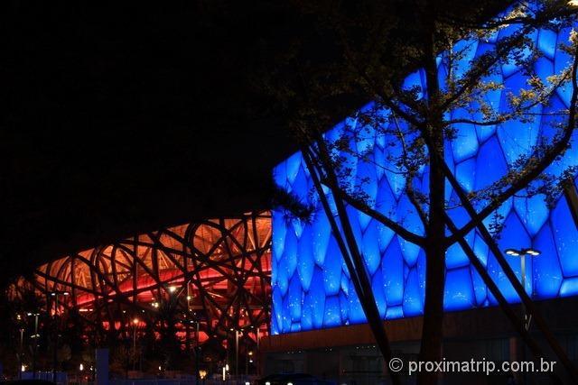 O Water Cube e o Ninho de Pássaro a noite - Pequim