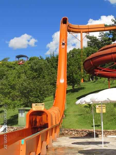 Toboágua no vertical Parque aquático Thermas Water Park - Águas de São Pedro