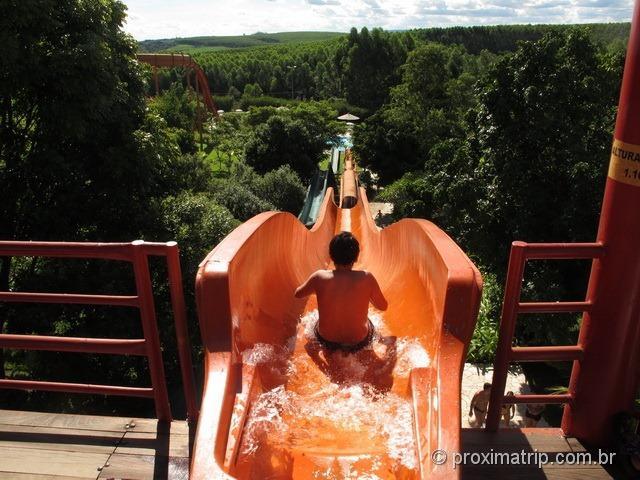 Vista do toboágua super longo! Parque aquático Thermas Water Park - Águas de São Pedro