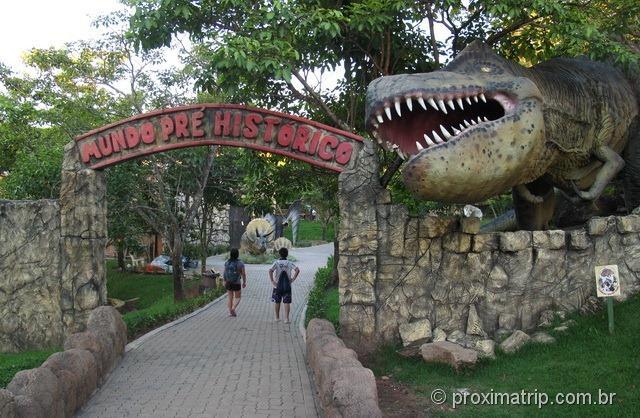 Tiranossauro REX - Parque aquático Thermas Water Park - Águas de São Pedro