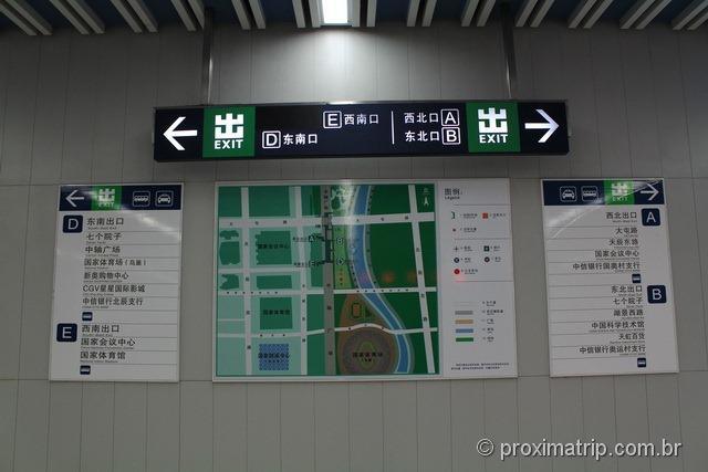 Saídas da estação de metrô do Estádio Olímpico Ninho de Pássaro em Pequim