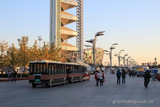 Tremzinho que passa pelo Parque Olímpico de Pequim