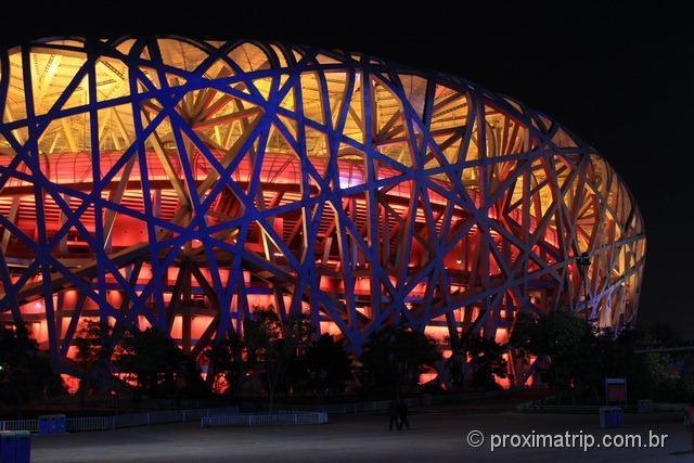 Pequim: Estádio Olímpico Ninho de Pássaro (bird's nest) a noite