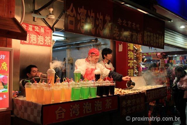 Travessa da rua Wangfujing, em Pequim - cheiro forte, comidas e bebidas muito estranhas