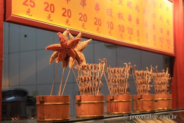 """Estrela do mar a venda na famosa """"rua dos insetos"""" em Pequim"""