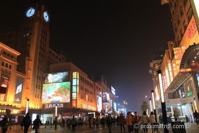 Pequim noite passeio a pé moderna rua Wangfujing