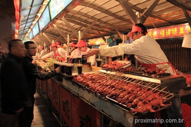 Espetos de aves - rua Dong Anmen, em Pequim