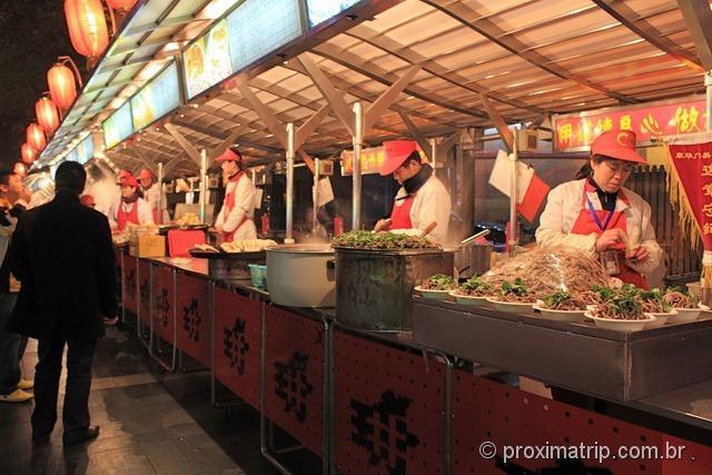 Barraquinhas de comidas - rua Dong Anmen, em Pequim