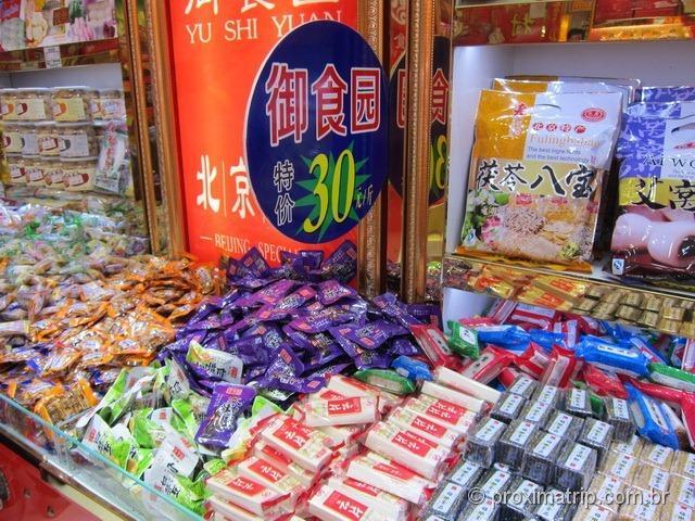 barraquinhas com snacks chineses - Pequim