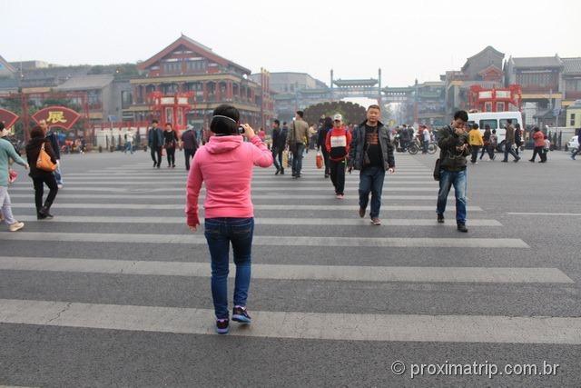 explorando a pé a região do Qian Men em Pequim - China
