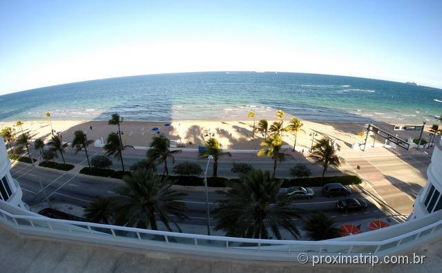 Área da piscina com vista para a praia - Hotel Hilton Fort Lauderdale