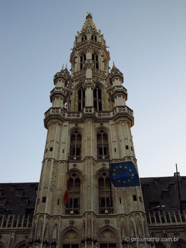 detalhe: torre do Hôtel de Ville, prédio da prefeitura
