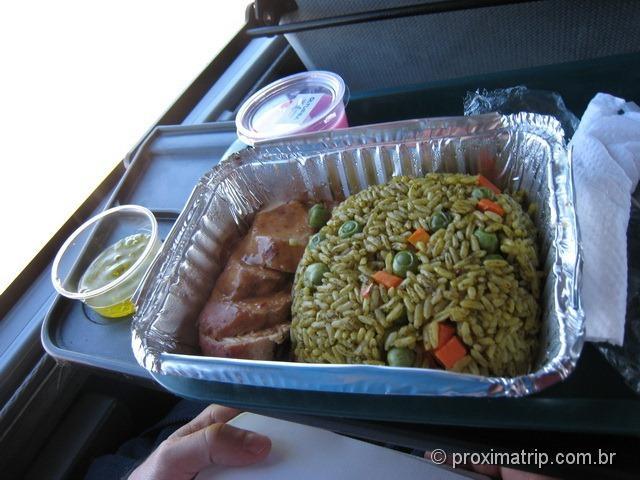 refeição servida durante uma das viagens de ônibus, comida melhor que de avião!