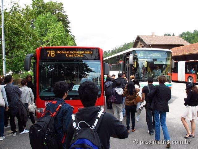 O ônibus 78, que sai da estação de trem e leva até os castelos de Hohenschwangau e Neuschwanstein