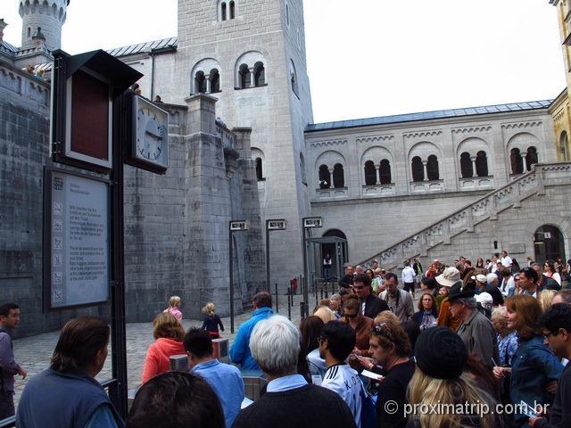 Nossa fila para entrar no castelo era a de número 487 para o horário das 15:15h