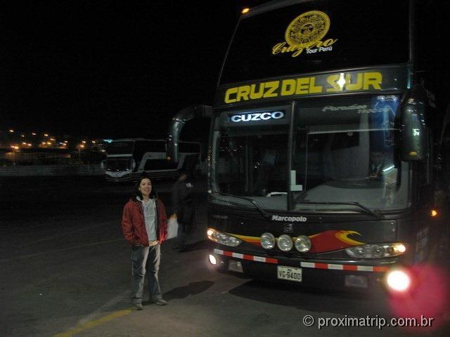e a partida de ônibus rumo à Cusco na noite anterior, no terminal em Arequipa