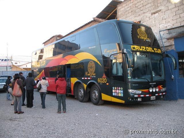 Chegada de ônibus em Cusco pela manhã