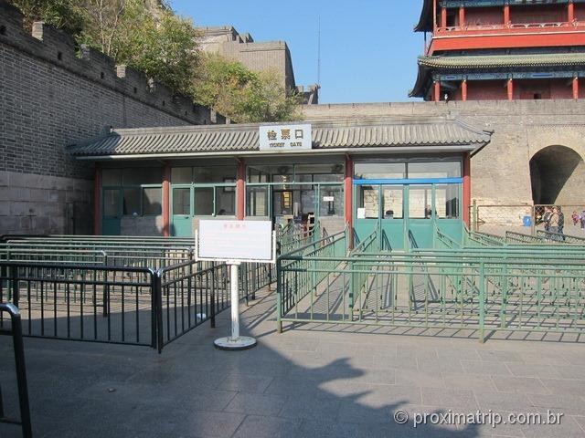 """O taxi nos largou no trecho """"errado"""" da Muralha da China: Jugiongguan"""