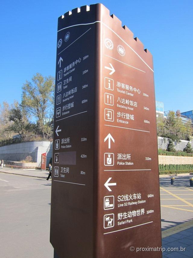 Ao chegar em Badaling, tudo muito bem sinalizado e com informações em inglês!