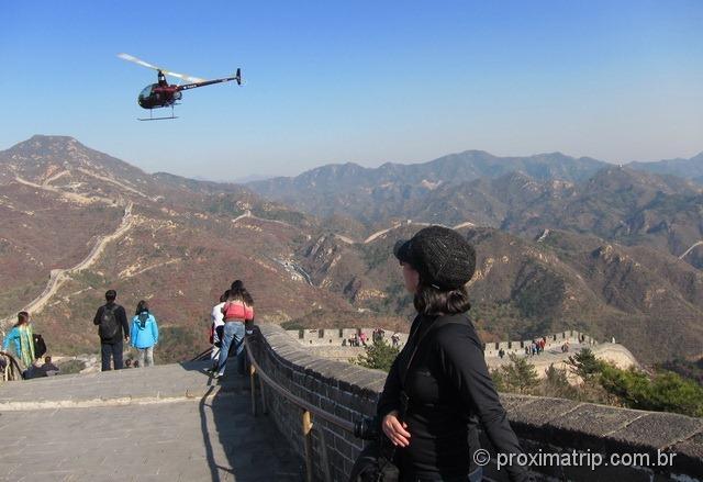 A grande Muralha da China - tem até sobrevoo com helicóptero