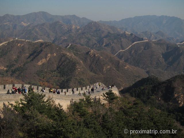 A Grande Muralha da China se perde no horizonte...