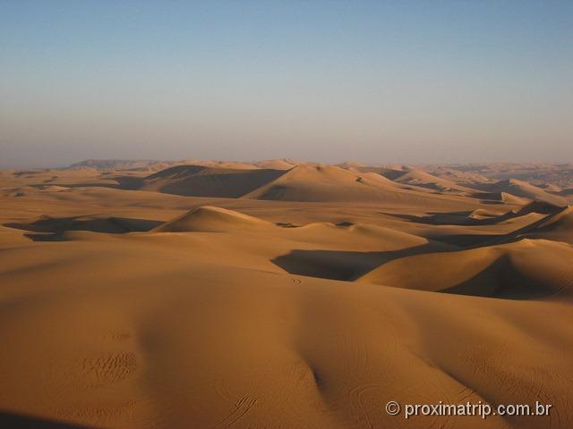 Vista maravilhosa das dunas - Deserto de Ica - Perú