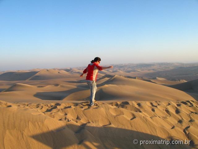 Caminhando topo dunas maravilhoso deserto Ica Perú