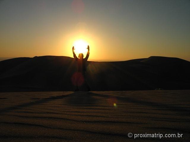 Lindo pôr-do-sol no deserto de Ica - Perú