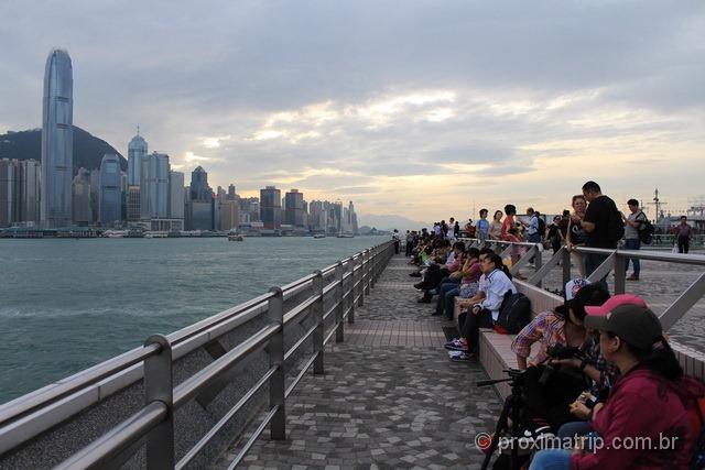 Pier de Kowloon e o Skyline da cidade de Hong Kong