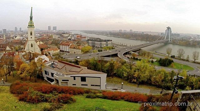 Foto de GoPro mostra o panorama da cidade de Bratislava vista do Castelo - Bratislavský hrad