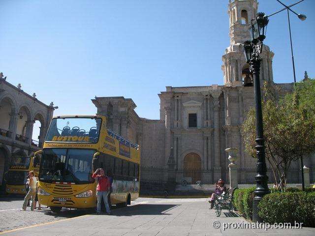 O famigerado bus sightseeing, mas que em Arequipa nos quebrou um galho!!!