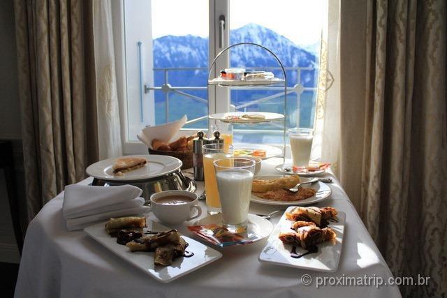 Café da manhã servido no quarto do Villa Honegg