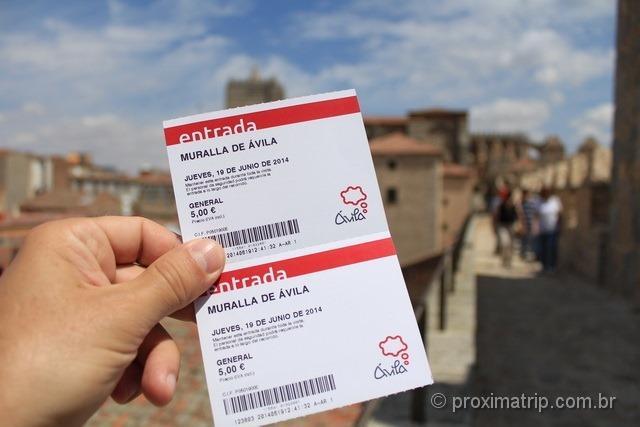 Os tickets que dão acesso para caminhar por sobre a muralha de Ávila