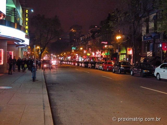 Rua St. Denis, a rua com bares, restaurantes, lojas..e nosso hotel!